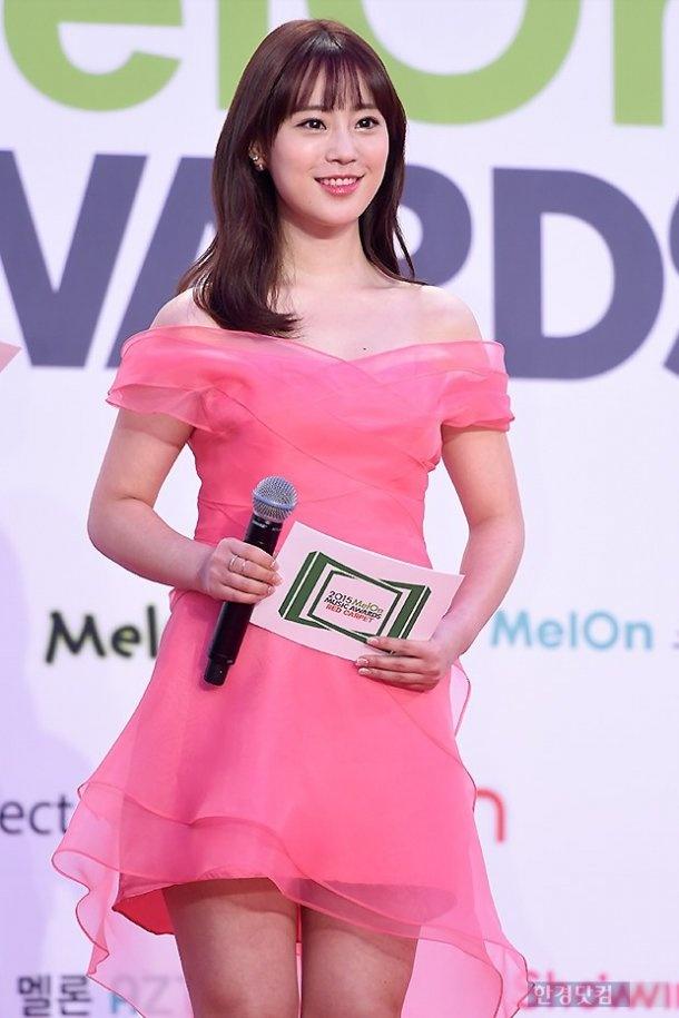 Yoona (SNSD) goi cam tren tham do hinh anh 8 Heo Yong Ji của KARA trong vai trò MC.