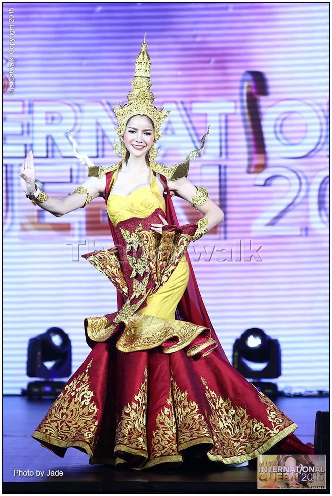 Thi sinh cao 1,63 m dang quang Hoa hau chuyen gioi quoc te hinh anh 8 Hình ảnh một thí sinh trong phần thi trang phục Dân tộc.