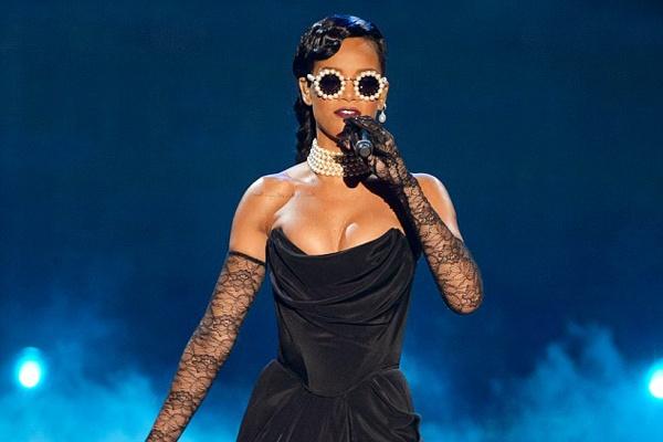 Rihanna bi nghi huy show noi y vi Kendall Jenner hinh anh
