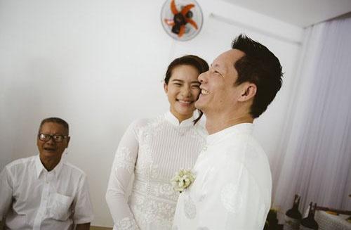Phan Nhu Thao hanh phuc ben hon phu trong le dinh hon hinh anh 6 Cô dâu, chú rể cười rạng rỡ hạnh phúc bên nhau
