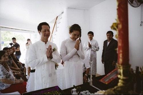 Phan Nhu Thao hanh phuc ben hon phu trong le dinh hon hinh anh 7 Cặp đôi làm lễ gia tiên