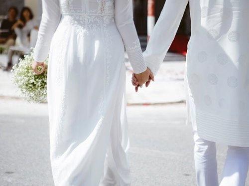 Phan Nhu Thao hanh phuc ben hon phu trong le dinh hon hinh anh 10 Cặp đôi nắm tay hạnh phúc bên nhau