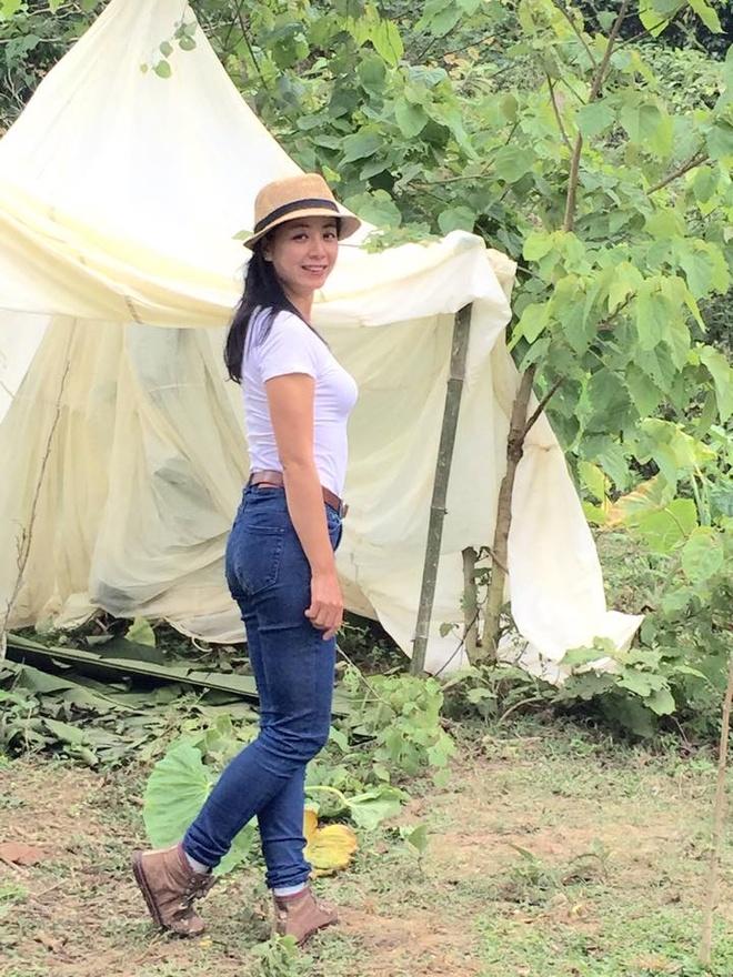Phong cach tre trung nhu gai teen cua Chieu Xuan hinh anh 3 NSƯT Chiều Xuân rất chuộng áo pull và quần jeans.