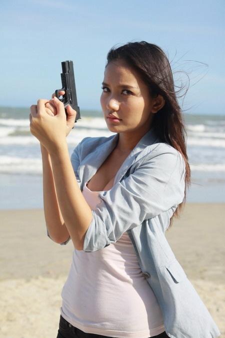 Võ Thành Tâm: Sau nhiều vai diễn yếu đuối, mong manh. Năm 2012, Phan Như Thảo có cơ hội thử sức với phim hành động, võ thuật mang tên Ranh giớitrắng đen. Trong phim, cô đảm nhận vai Ngọc Dung - nữ thanh tra có vẻ rắn rỏi và tính khí mạnh mẽ như đàn ông. Ảnh: VinaCin.