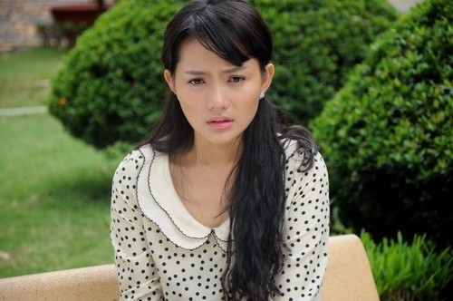 Quang Tuấn: Năm 2014, Phan Như Thảo tái ngộ khán giả màn ảnh nhỏ với bộ phim Vàng trắng. Trong phim, cô vào vai Vy, cô gái hiền lành nhưng phải sống trong dằn vật, đau khổ vì phát hiện chồng mình là kẻ sống hai mặt, sẵn sàng giết người để bịt đầu mối và đẩy bố cô vào cảnh tù tội.Ảnh: M&T.