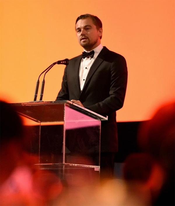 Leonardo DiCaprio mac quan rach ra pho hinh anh 5