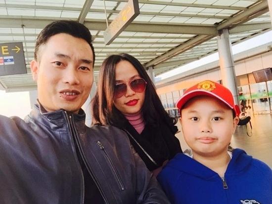 Dieu it biet ve con cua cac MC Viet noi tieng hinh anh 9 Hoa Thanh Tùng thường xuyên chia sẻ hình ảnh lên trang cá nhân