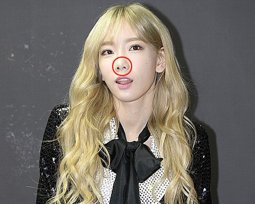Taeyeon (SNSD) bi soi mui lech o su kien hinh anh