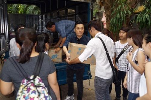 Lam Truong bat khoc khi thay be gai bi nao ung thuy hinh anh 1
