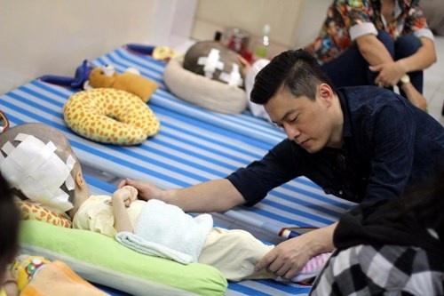 Lam Truong bat khoc khi thay be gai bi nao ung thuy hinh anh 4