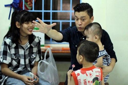 Lam Truong bat khoc khi thay be gai bi nao ung thuy hinh anh 6