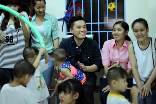 Lam Truong bat khoc khi thay be gai bi nao ung thuy hinh anh 8