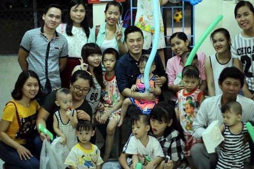 Lam Truong bat khoc khi thay be gai bi nao ung thuy hinh anh 9