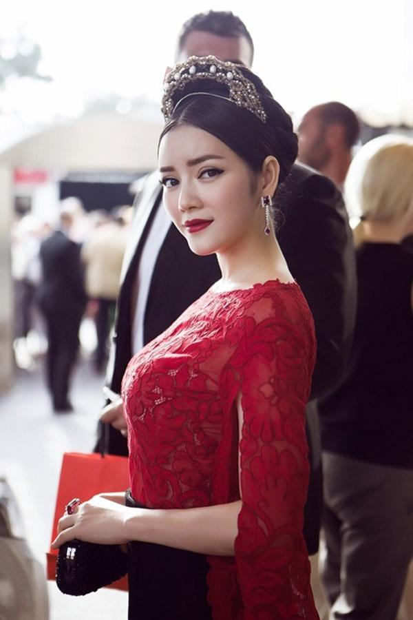 Ly Nha Ky - Ho Ngoc Ha: Hai bieu tuong thoi trang Vbiz hinh anh 2