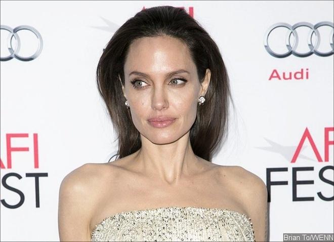 Angelina Jolie duoc chao vai quai vat hinh anh 1