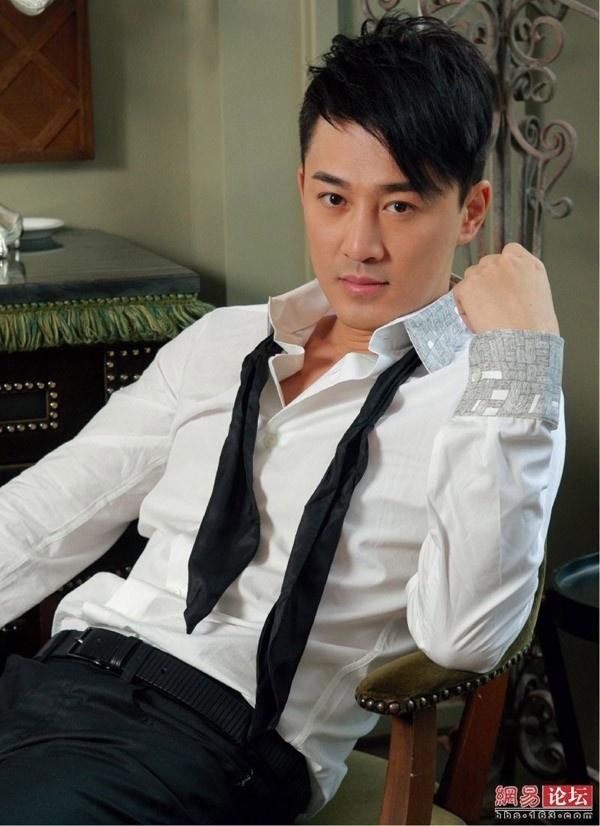Thu hang 8 tai tu Hong Kong duoc o be tai Dai luc hinh anh 4 Lâm Phong là tài tử được TVB o bế nhưng việc khởi nghiệp quá muộn ở Đại lục khiến anh chỉ là tên tuổi hạng trung. Các đạo diễn Đại lục không mặn mà với cái tên Lâm Phong. Cũng vì thế, anh vẫn thường phải quay về Hong Kong đóng phim.