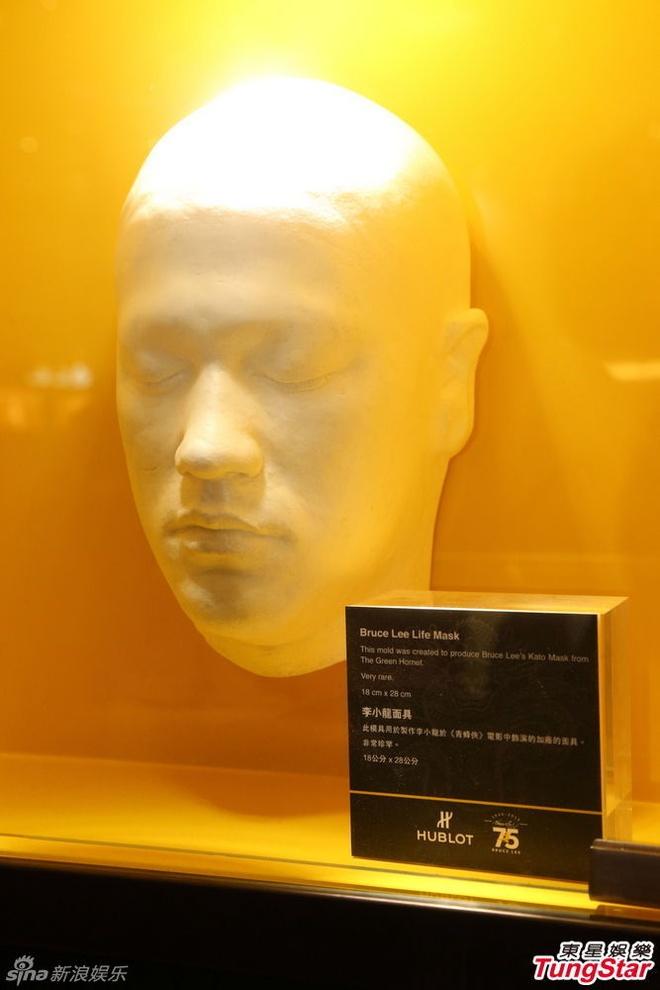 Vo con va loat sao du ky niem 75 nam ngay sinh Ly Tieu Long hinh anh 7 Mặt nạ Lý Tiểu Long. Huyền thoại nổi tiếng qua đời vào ngày 20/7/1973 tại Hong Kong, khi mới ngoài 30 tuổi.