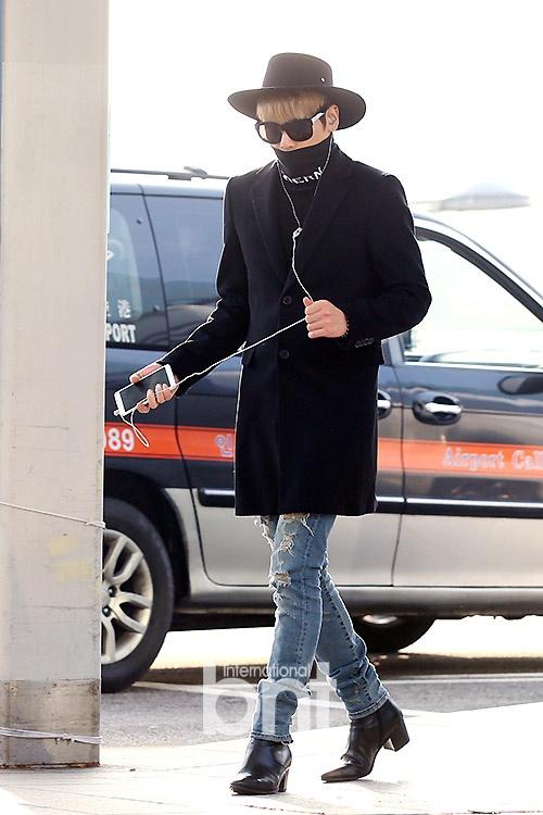 Sao Kpop dong loat len duong du MAMA 2015 hinh anh 8 Jonghyun ăn diện như tài tử.