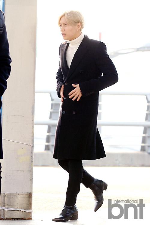 Sao Kpop dong loat len duong du MAMA 2015 hinh anh 9 Taemin nổi bật với tóc vàng ánh kim.