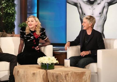 Ellen DeGeneres lam loi nhung rat duyen hinh anh