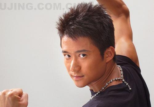 Ngo Kinh - Anh hung so vo cua showbiz Hoa ngu hinh anh