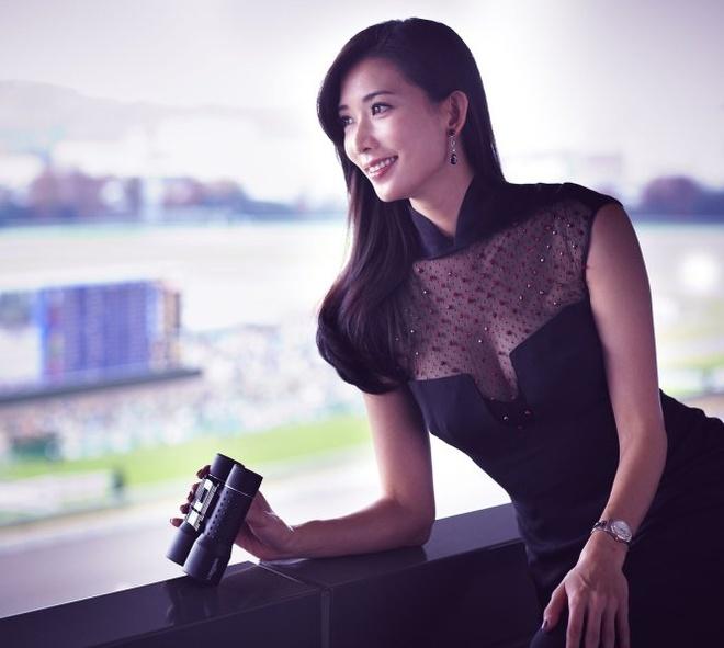 Lam Chi Linh: Sieu mau 40 tuoi vuot qua dinh kien khoe than hinh anh 3