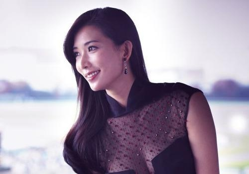 Lam Chi Linh: Sieu mau 40 tuoi vuot qua dinh kien khoe than hinh anh