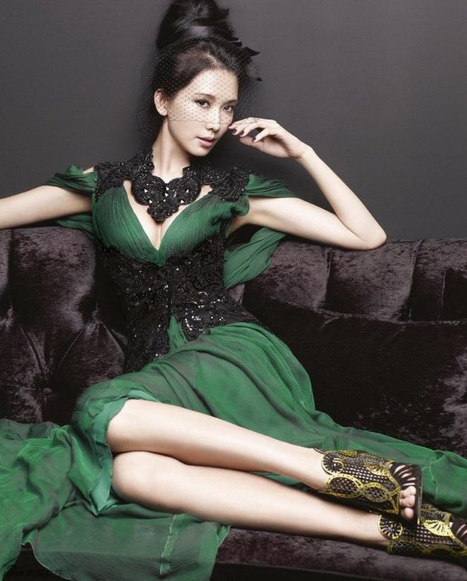 Lam Chi Linh: Sieu mau 40 tuoi vuot qua dinh kien khoe than hinh anh 5
