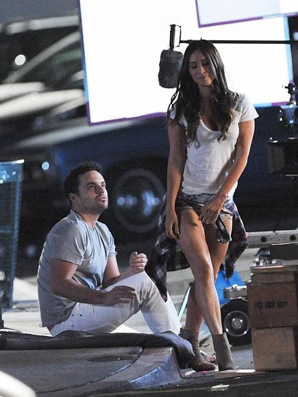 Megan Fox thay toi loi khi bo con di dong phim hinh anh 2 Nữ diễn viên trên trường quay New Girl.