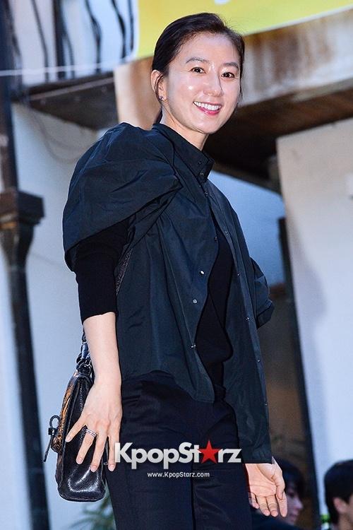 Khi nguoi dep Han Quoc xau di vi loi trang diem hinh anh 10 Kim Hee Ae cũng gặp lỗi tương tự khi trang điểm bóng nhẫy.