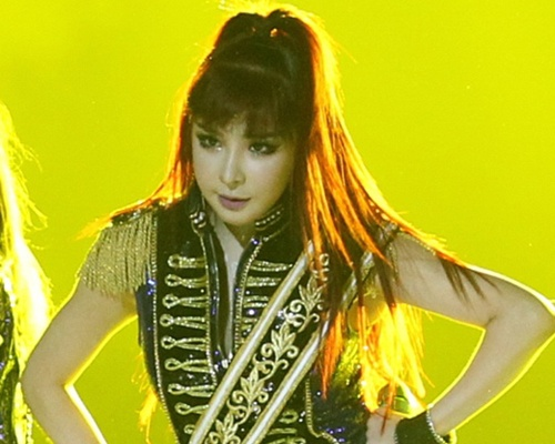 Park Bom va chien luoc thong minh cua YG hinh anh