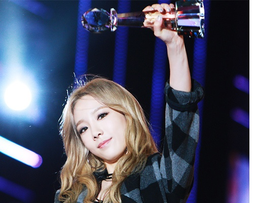 Taeyeon (SNSD) am tron 32 cup trong nam 2015 hinh anh