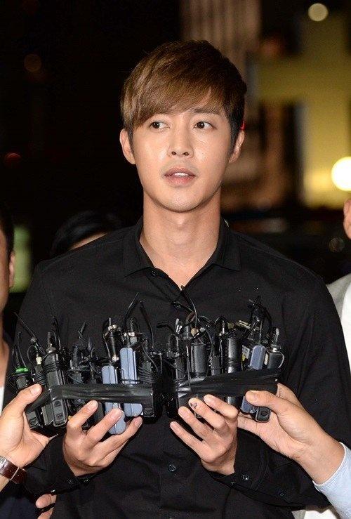 Kim Hyun Joong va ban gai cu duoc goi xet nghiem ADN hinh anh 1