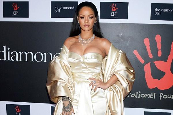 Rihanna goi cam trong dem tiec rieng hinh anh