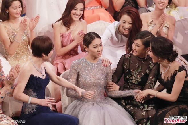 Nhung khoanh khac an tuong trong le trao giai TVB 2015 hinh anh 1