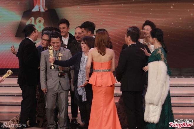 Nhung khoanh khac an tuong trong le trao giai TVB 2015 hinh anh 15