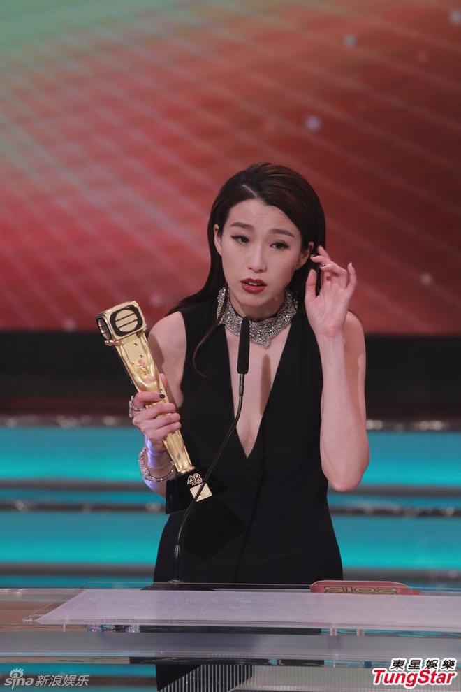 Nhung khoanh khac an tuong trong le trao giai TVB 2015 hinh anh 13