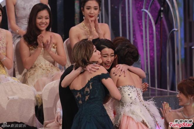 Nhung khoanh khac an tuong trong le trao giai TVB 2015 hinh anh 12