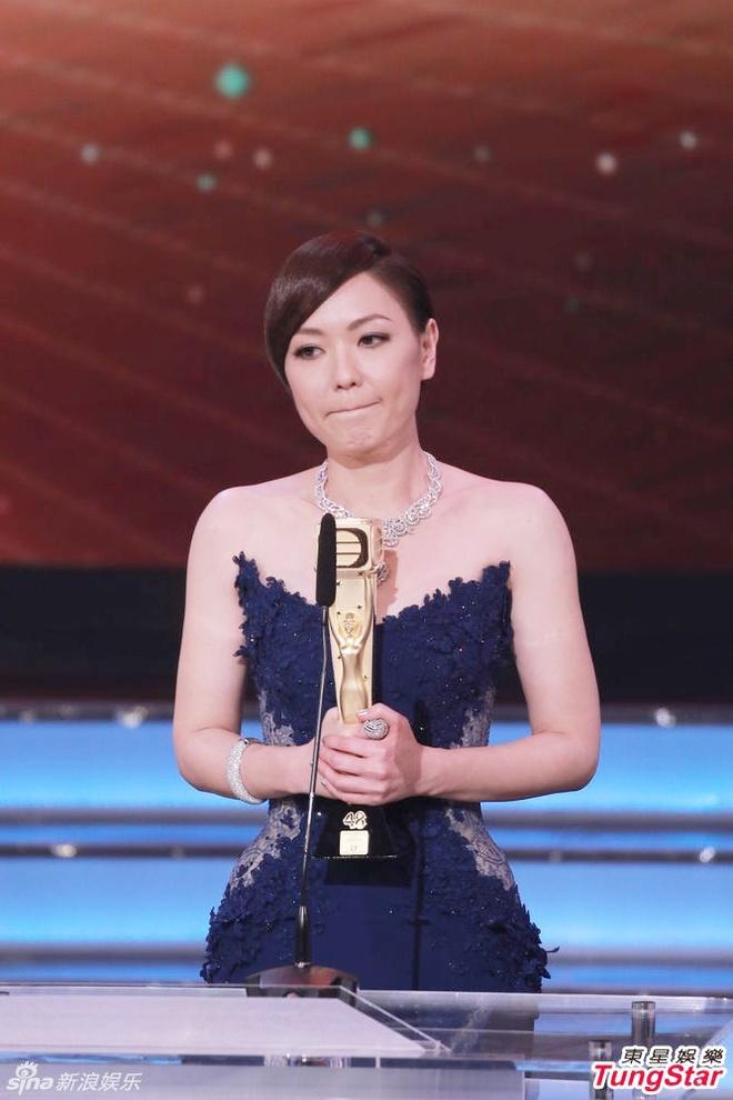 Nhung khoanh khac an tuong trong le trao giai TVB 2015 hinh anh 14