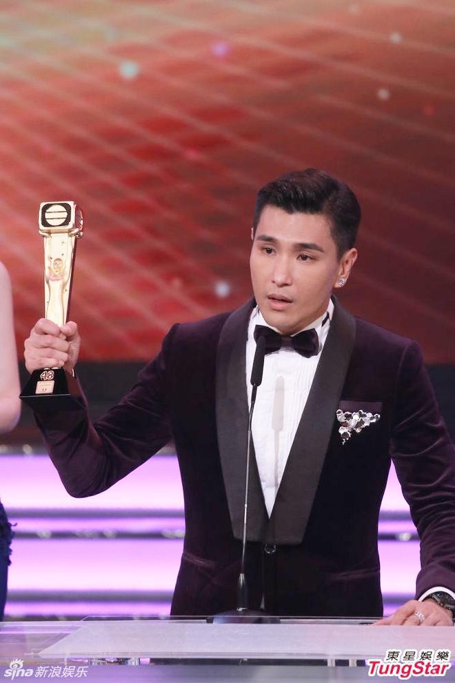 Nhung khoanh khac an tuong trong le trao giai TVB 2015 hinh anh 7
