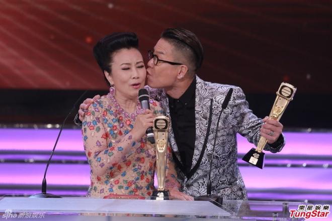 Nhung khoanh khac an tuong trong le trao giai TVB 2015 hinh anh 8