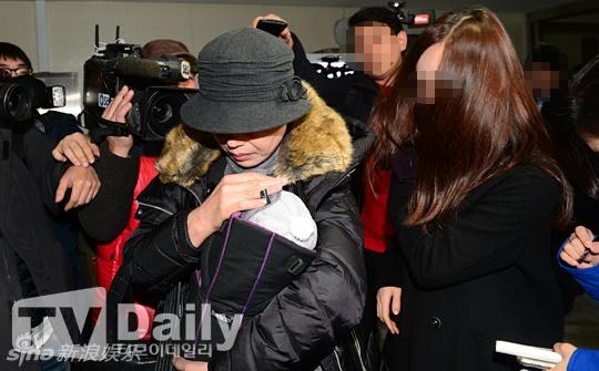 Ban gai cu Kim Hyun Joong dua con trai di xet nghiem ADN hinh anh 1
