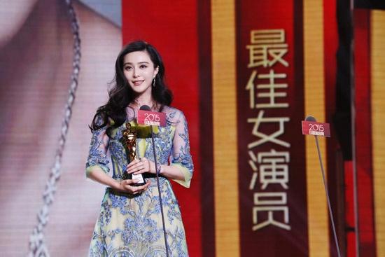 Pham Bang Bang bac bo tin co anh phan cam hinh anh 2 Phạm Băng Băng nhận giải Nữ diễn viên xuất sắc trong Quốc kịch thịnh điển 2015 nhờ phim Võ Mỵ Nương truyền kỳ.