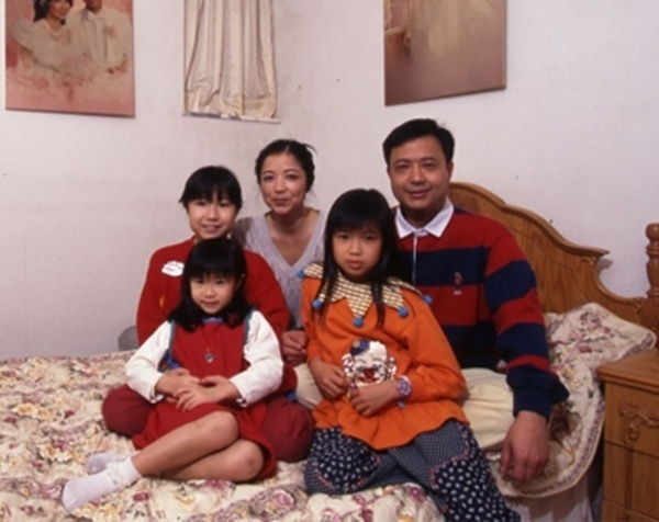Sao 'Than dieu dai hiep 1983' qua doi vi ung thu dai trang hinh anh 2 Quảng Tá Huy bên vợ con.
