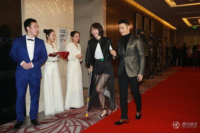 Huynh Hieu Minh: 'Angelababy khong bao gio ghen' hinh anh 1 Huỳnh Hiểu Minh tháp tùng Bạch Bá Hà trong sự kiện vừa diễn ra.