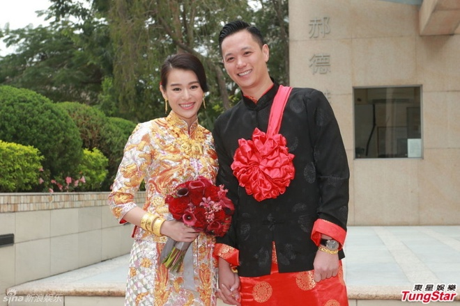 Ho Hanh Nhi deo vong vang triu tay trong le ruoc dau hinh anh 1