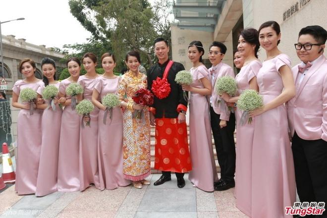 Ho Hanh Nhi deo vong vang triu tay trong le ruoc dau hinh anh 5