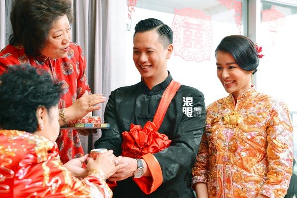 Ho Hanh Nhi deo vong vang triu tay trong le ruoc dau hinh anh 3