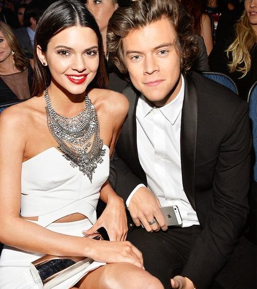 Kendall Jenner va Harry Styles au yem tren du thuyen hinh anh 3