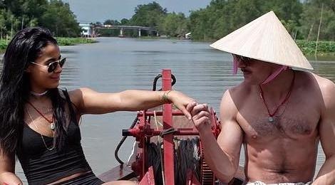 Zac Efron khoe anh doi non la du lich Viet Nam cung ban gai hinh anh